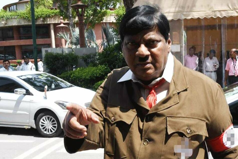 Naramalli Sivaprasad (67) als Adolf Hitler.