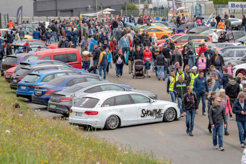 Rund 700 getunte Autos werden am Sachsenring präsentiert.