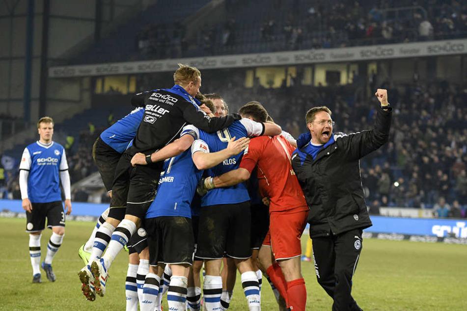 Am Freitag feierte die Mannschaft des DSC den 2:1-Heimsieg gegen 1860 München.