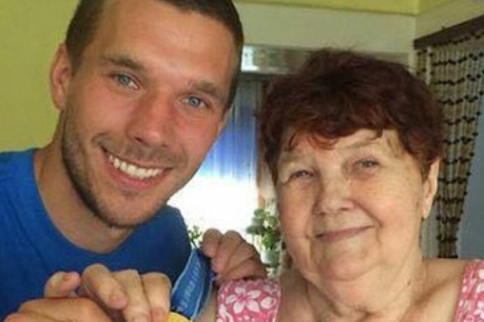 Lukas Podolski mit seiner Oma (†)
