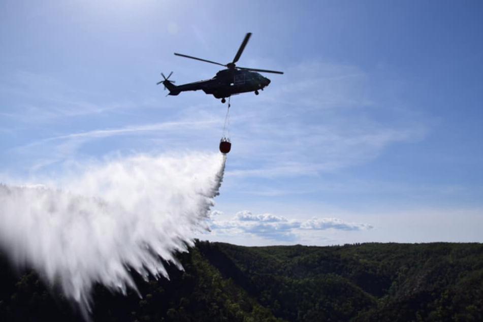 Das Feuer musste zwischenzeitlich aus der Luft per Hubschrauber gelöscht werden.