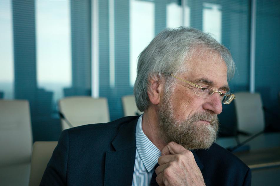 Wie wird Geld produziert? Eine simple Frage bringt Peter Praet, ehemaliger Chefvolkswirt der Europäischen Zentralbank, in Erklärungsnot.