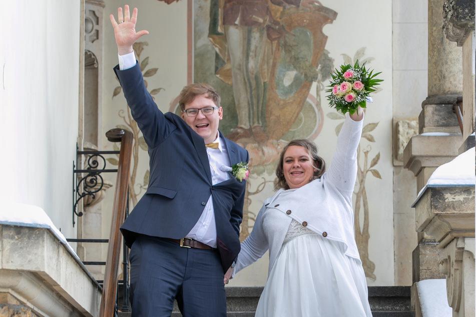 Frisch vermählt verlassen Josefine und Karl das Standesamt in der Goetheallee.
