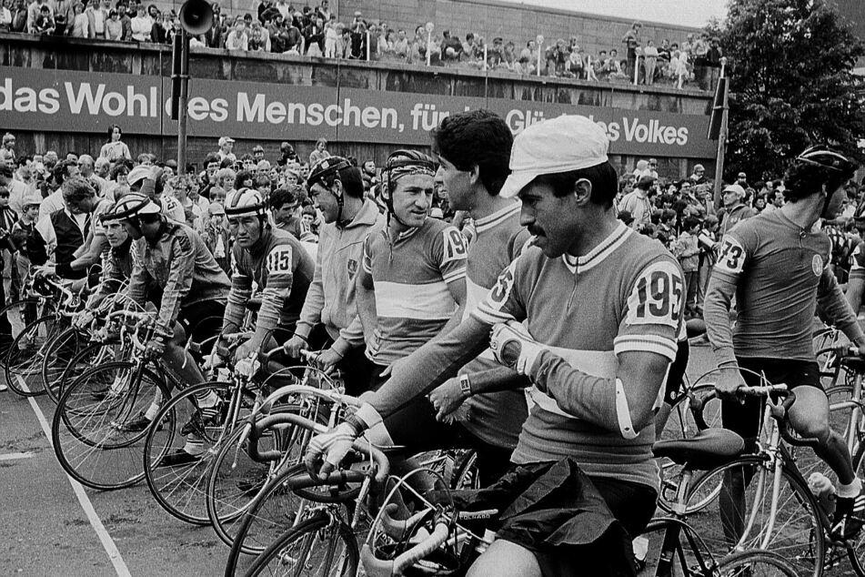 So sah die Friedensfahrt 1986 aus: Dutzende Radsportler kämpften um den ersten Platz. (Archivbild)