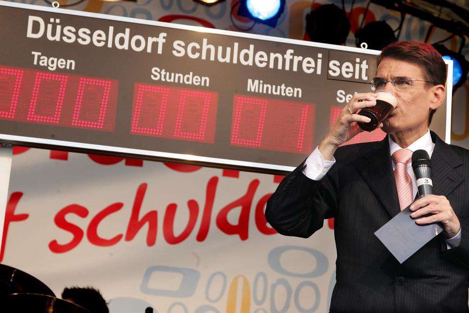"""Nach 13 Jahren: Düsseldorf schaltet """"Schuldenfrei-Uhr"""" am Rathaus ab"""