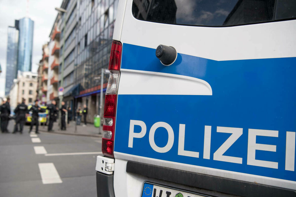 Mehrere Hundert Menschen feiern in Frankfurter Park: Polizei greift durch