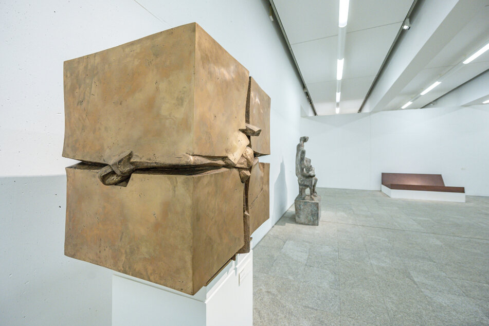 Skulpturen des Bildhauers Fritz Koenig stehen im Koenigmuseum.