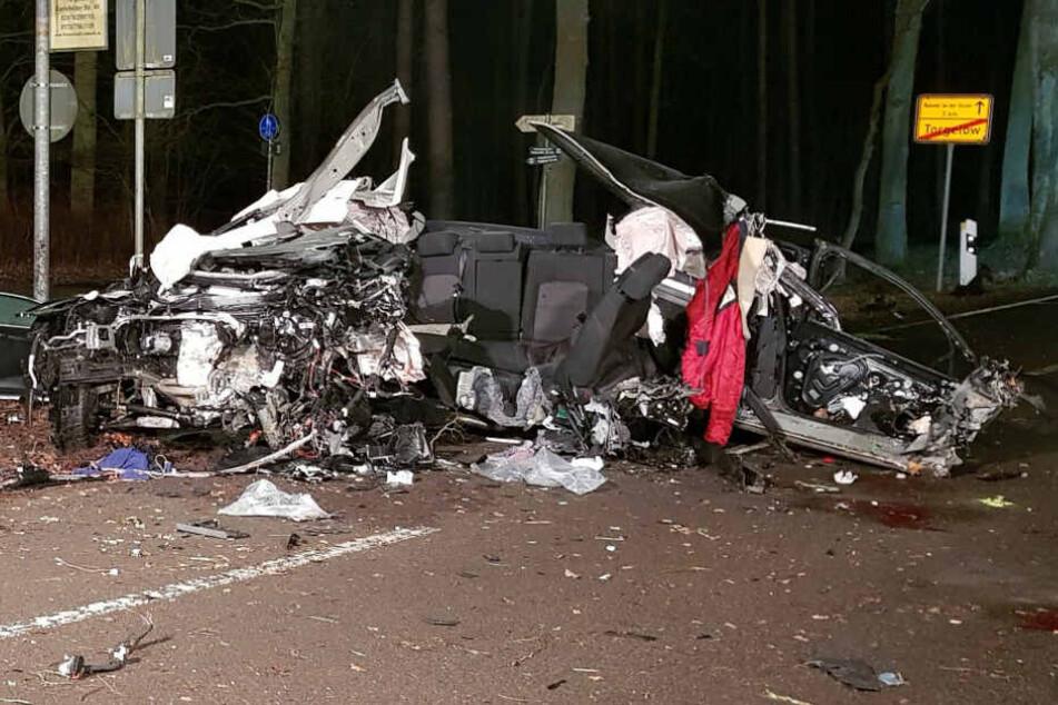 Auto kracht gegen Baum: Drei junge Soldaten tot