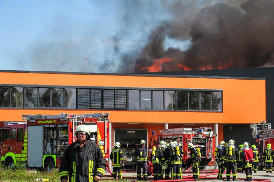Nach Großbrand im Erzgebirge: Feuerwehr immer noch im Dauereinsatz!
