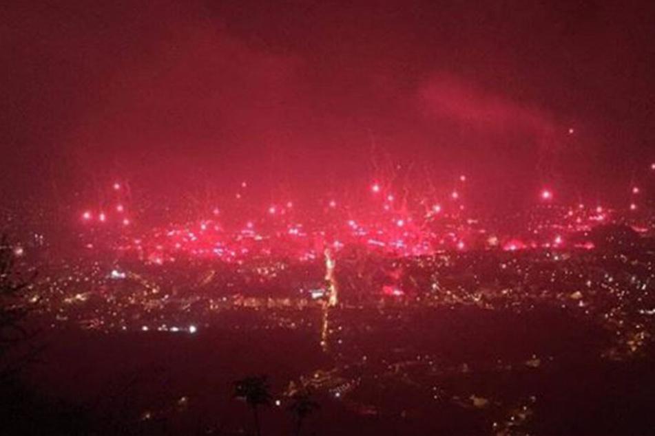 """Die Fans von HŠK Zrinjski Mostar haben sich etwas ganz Besonderes einfallen lassen, um das Jubiläum der Ultra-Gruppierung """"KN Ultras-Zrinjski Mostar"""" zu feiern."""