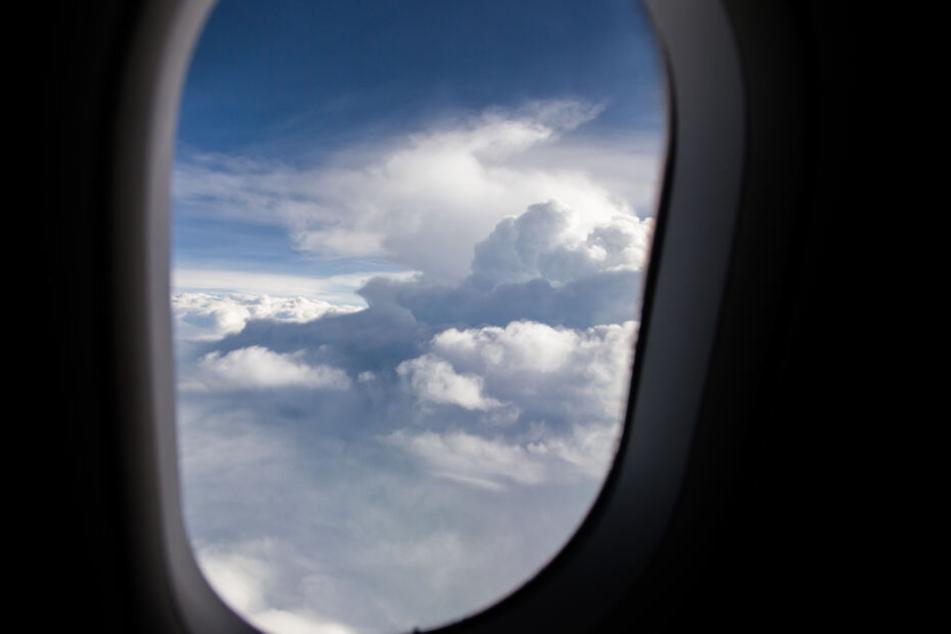 Über den Wolken bemerkte die US-Amerikanerin dann, dass ihre Tochter verschwunden war. (Symbolbild)