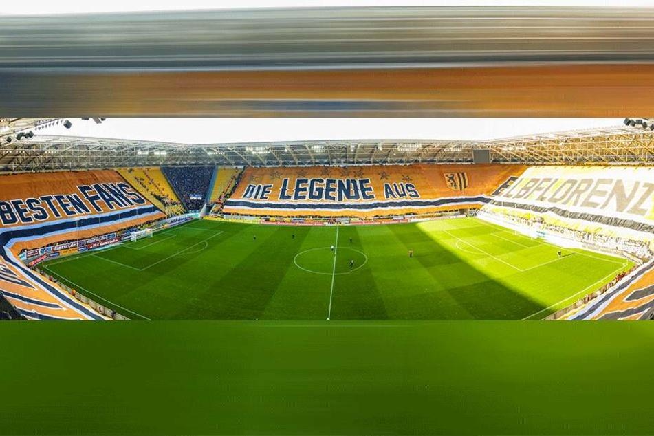 Historisch: Als Dynamo Dresden das letzte Mal den 1. FC Magdeburg empfang, wurde eine 450 Meter lange Blockfahne ausgerollt. Diese war die bislang größte Fahne der europäischen Fußball-Geschichte.