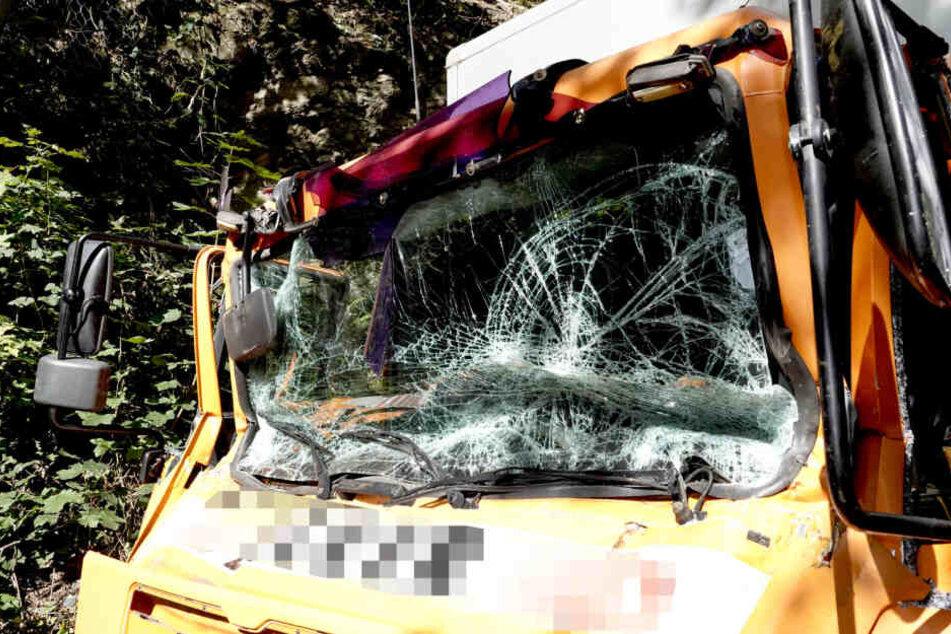 Schwerer Unfall in Penig: LKW-Fahrer eingeklemmt!