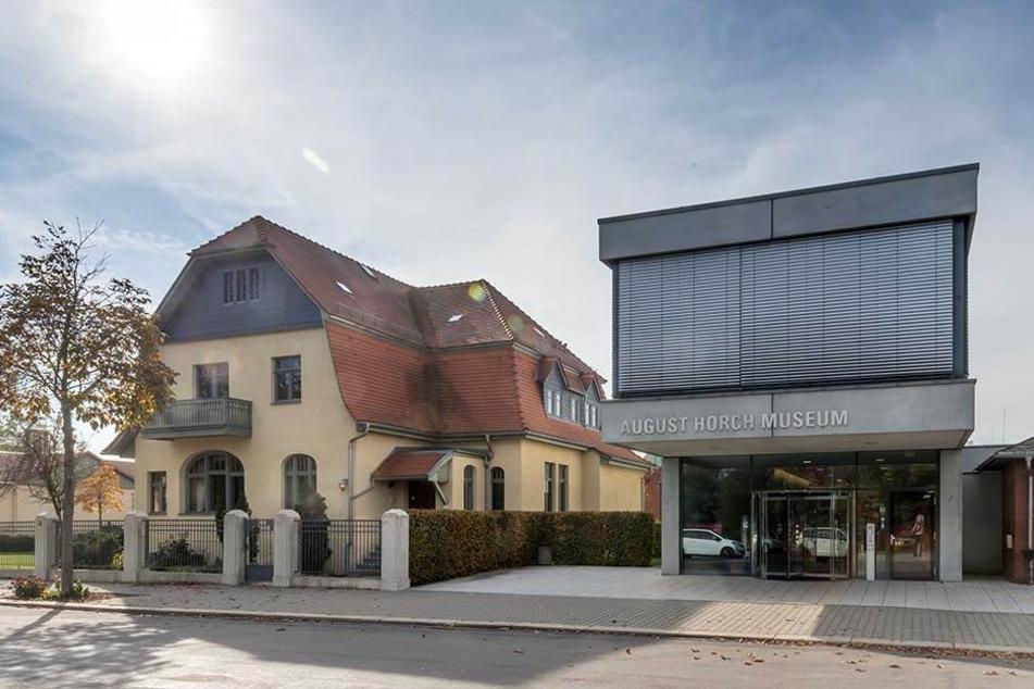 Anziehungspunkt Horch-Museum: US-Generalkonsul Timothy Eydelnant (44) will sich mit der westsächsischen Automobilgeschichte vertraut machen.