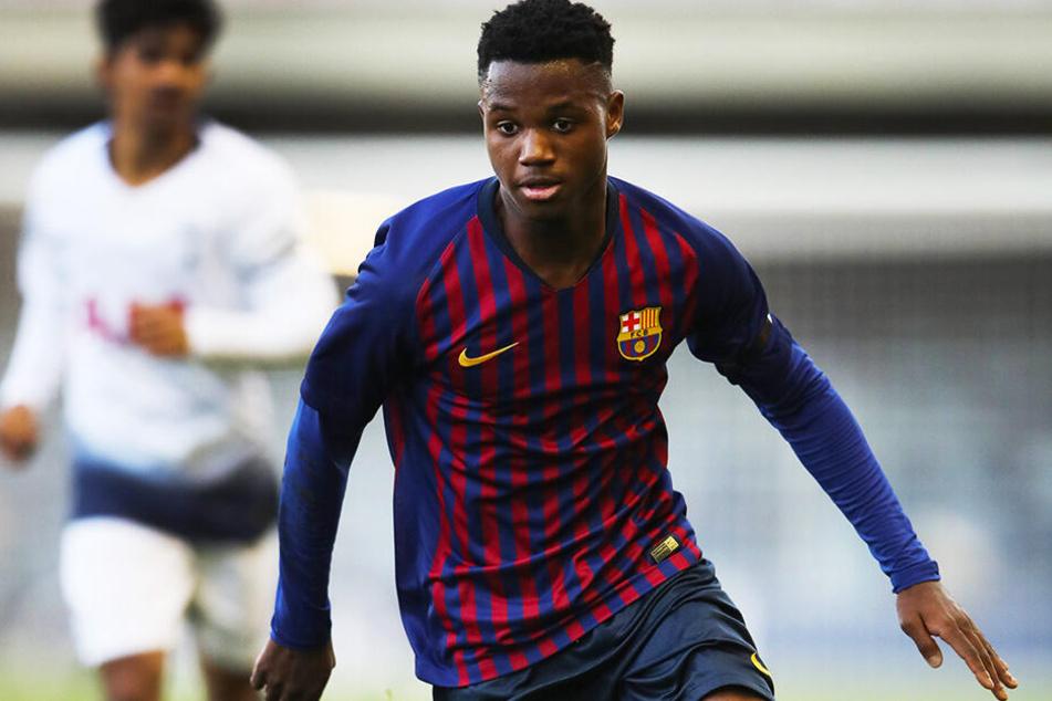 """Anssumane Fati gilt in Spanien als """"Wunderkind"""". Doch sein Vertrag beim FC Barcelona läuft aus. Davon könnte der BVB profitieren und sich ein Riesentalent für eine kleine Ausbildungsentschädigung sichern."""