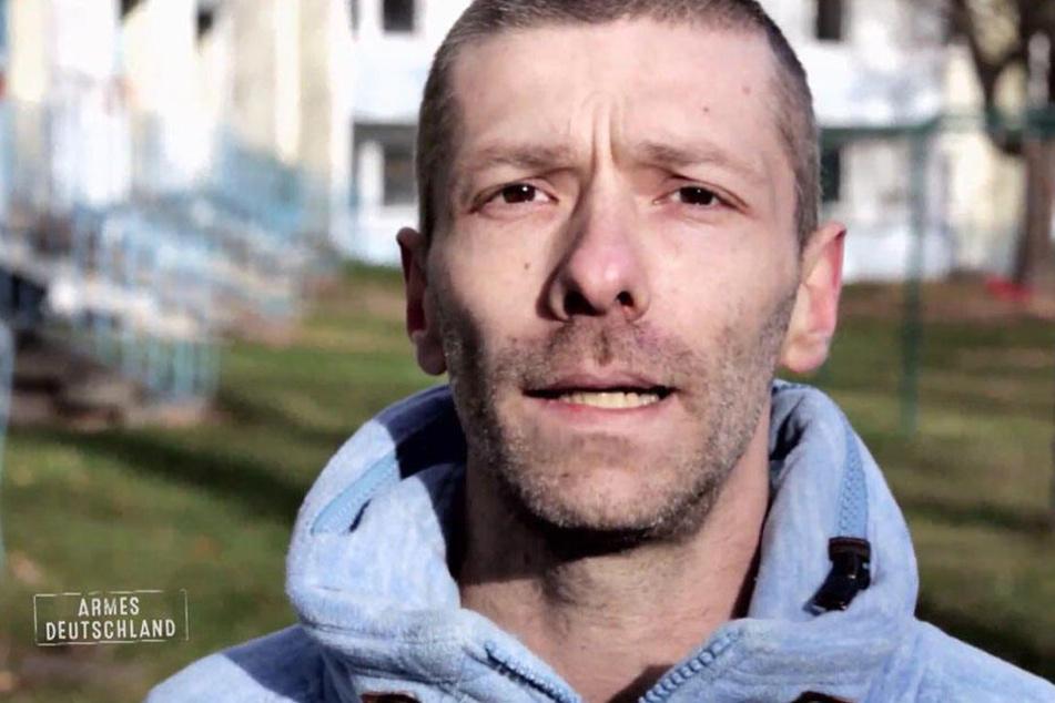 Denis (33) hat in seinem Leben noch nie lange gearbeitet.