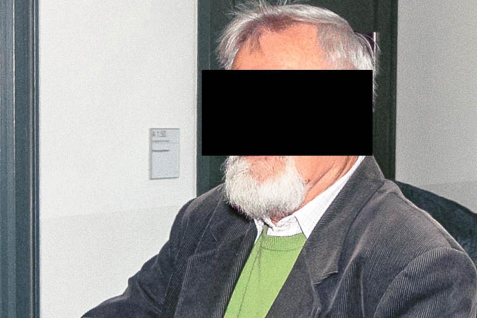 Andreas P. (66) zog das Pfefferspray auf einer Trauerkundgebung.