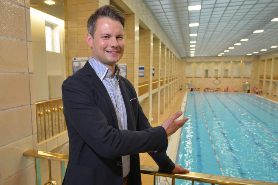 Bäderchef Norman Schröder (39) im Chemnizter Stadtbad: Auf der 20. Museumsnacht können Besucher beim Nachtschwimmen buchstäblich in die Bauhaus-Architektur eintauchen.