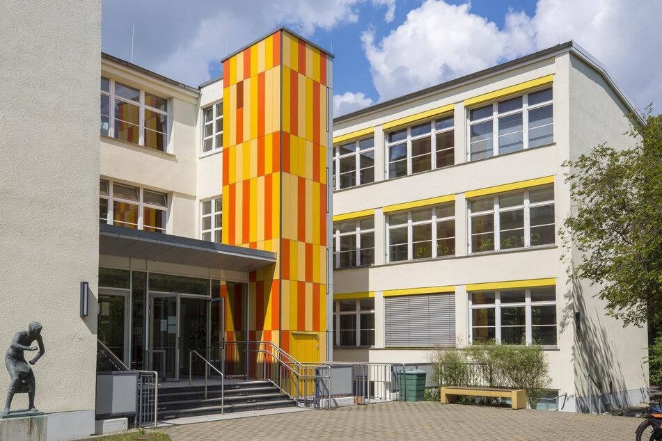 Das Bertolt-Brecht-Gymnasium Dresden könnte durch einen Neubau ersetzt werden und die 101. Oberschule als Nachbarn bekommen.
