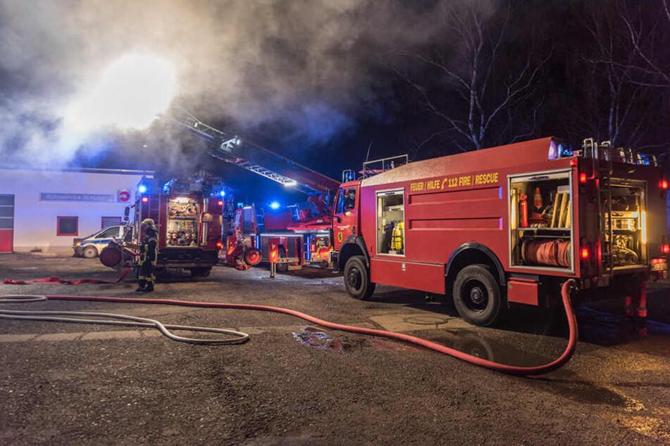 Die Feuerwehr konnte die Werkstatt nicht retten, sie brannte aus.