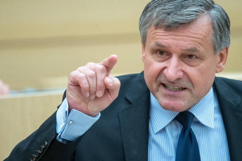 FDP-Fraktionschef Hans-Ulrich Rülke warf den Grünen eine Hexenjagd auf den Verbrennungsmotor vor. (Archivbild)