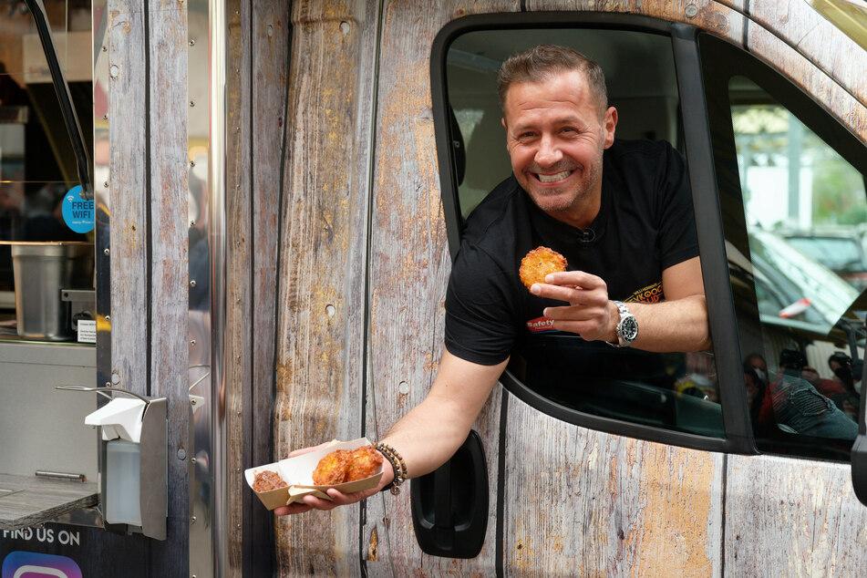 Noch am vergangenen Freitag erfüllte sich Willi Herren (†45) seinen Lebenstraum: einen eigenen Reibekuchen-Truck.