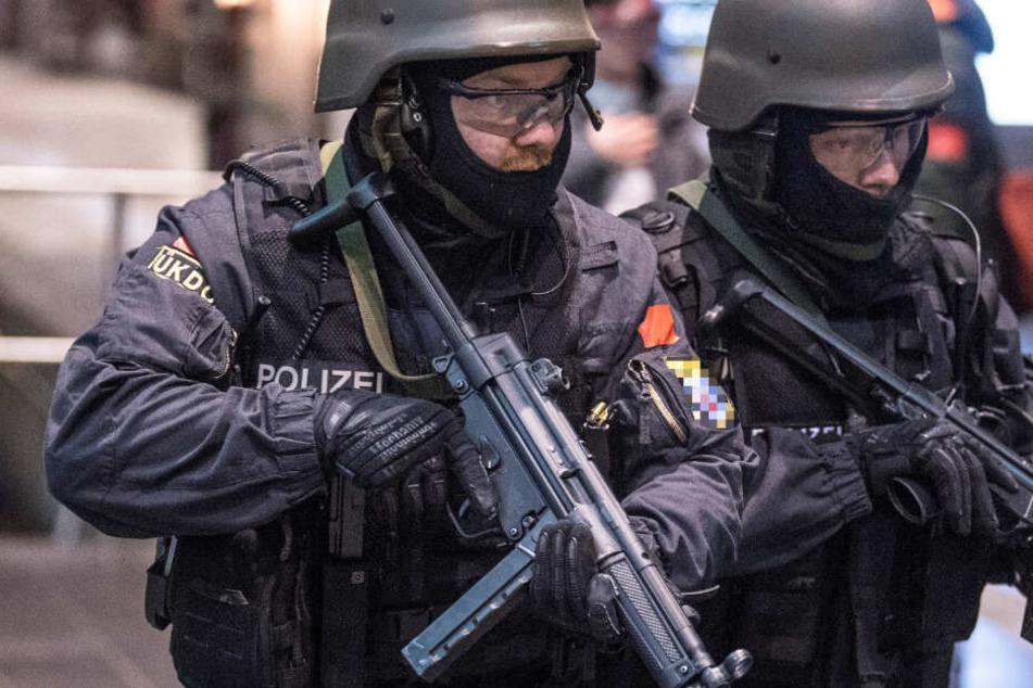 Ein SEK aus Nürnberg stürmte einen Schnellimbiss in Schweinfurt (Symbolbild).