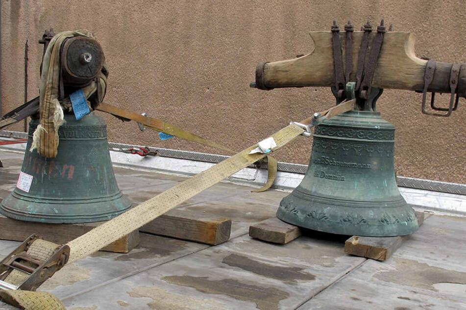 Die Glocken fanden Beamte in der Wohnung des Beschuldigten