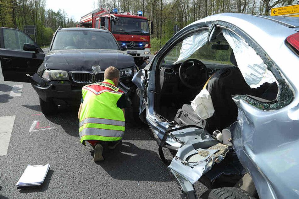 Verletzte nach Unfall bei Coswig: Fahrerin im Wagen eingeklemmt