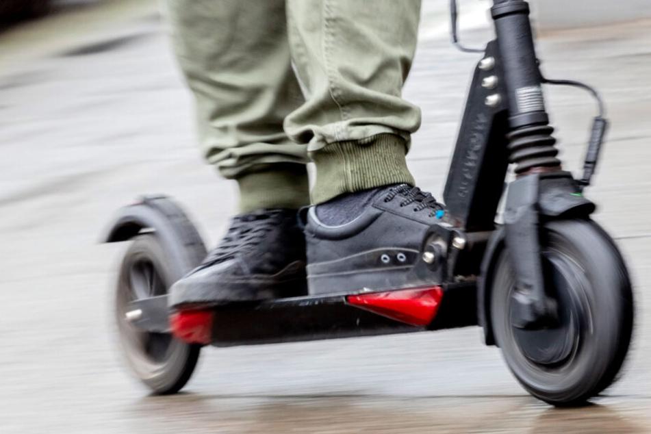"""Berliner Polizei zieht erstes """"E-Scooter""""-Fazit und appelliert an Fahrer: """"Keine Kinderspielzeuge!"""""""