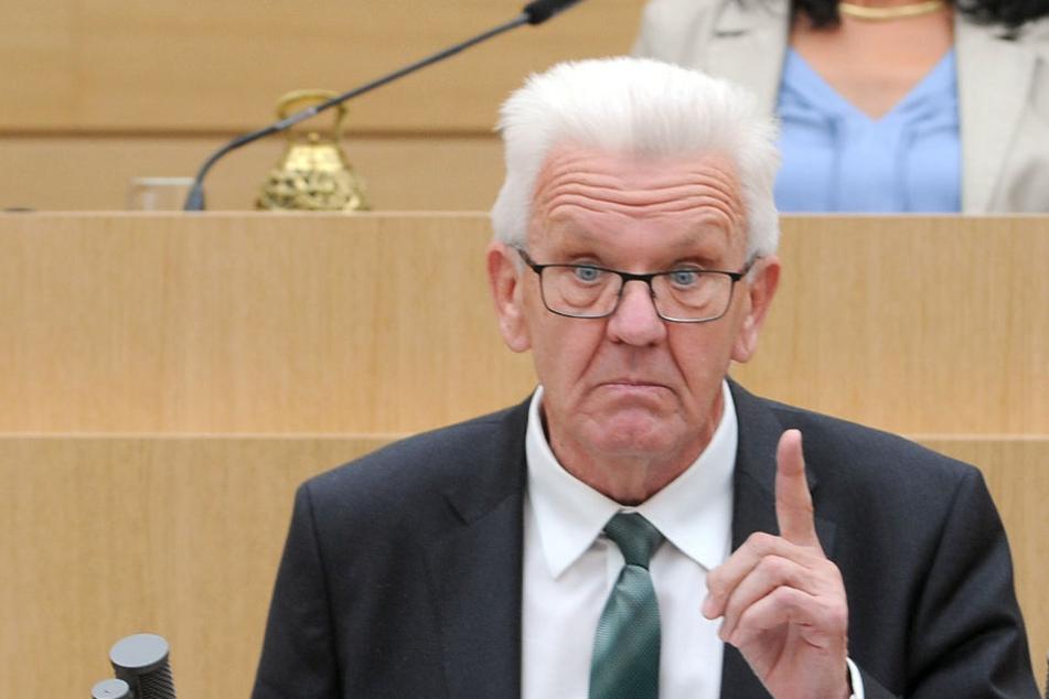Ministerpräsident Winfried Kretschmann (Grüne) spricht im Landtag.
