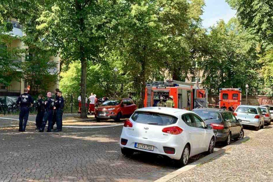 Be einem Wohnungsbrand in Spandau wurde eine leblose Person gefunden.