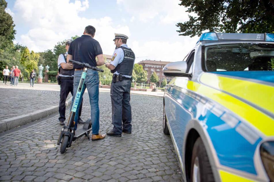 Bei der Polizei weiß man auch von Trunkenheitsfahrten auf den Tretrollern zu berichten. (Symbolbild)