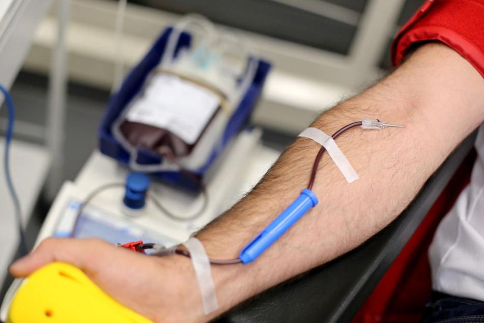 Dem Leipziger Universitätsklinikum geht das Blut aus. Vor allem Spenden der Blutgruppe 0 sind derzeit Mangelware. (Symbolbild)