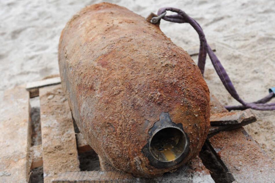 In einem Wohngebiet wurde die Bombe am Dienstagmorgen bei Schachtarbeiten gefunden. (Symbolbild)