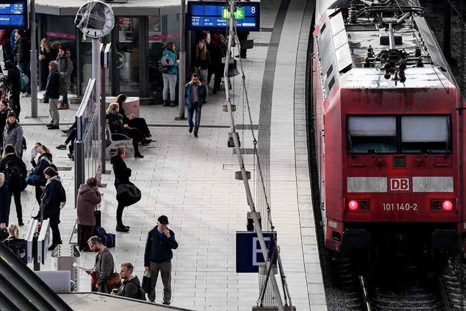 Fahrgäste müssen ab dem 1. Weihnachtsfeiertag am Hamburger Hauptbahnhof mit erheblichen Einschränkungen rechnen.