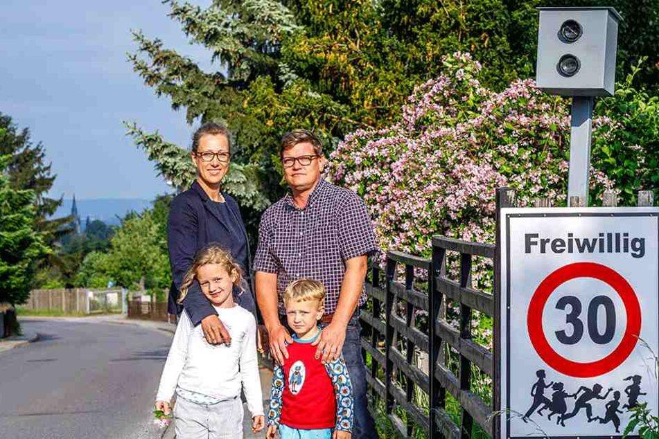 Stefanie (38) und Klaus D. (40) mit ihren Kindern Clara (6) und Klaus (4).