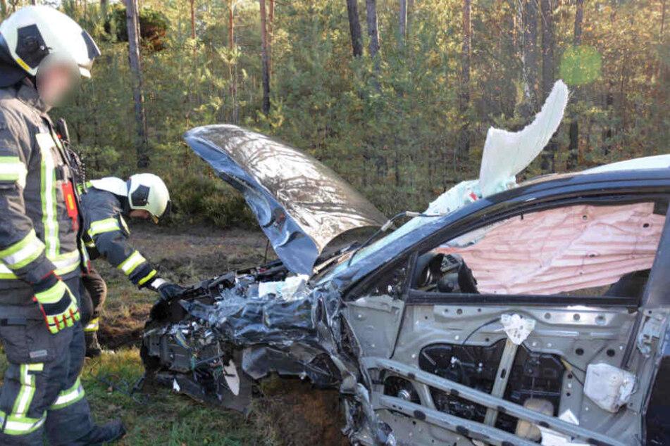Der Mazda des 71-jährigen Unfallverursachers ist schwer beschädigt.