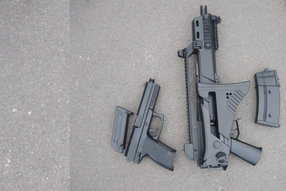 Grundschüler auf Spielplatz mit diesen Waffen beschossen und verletzt