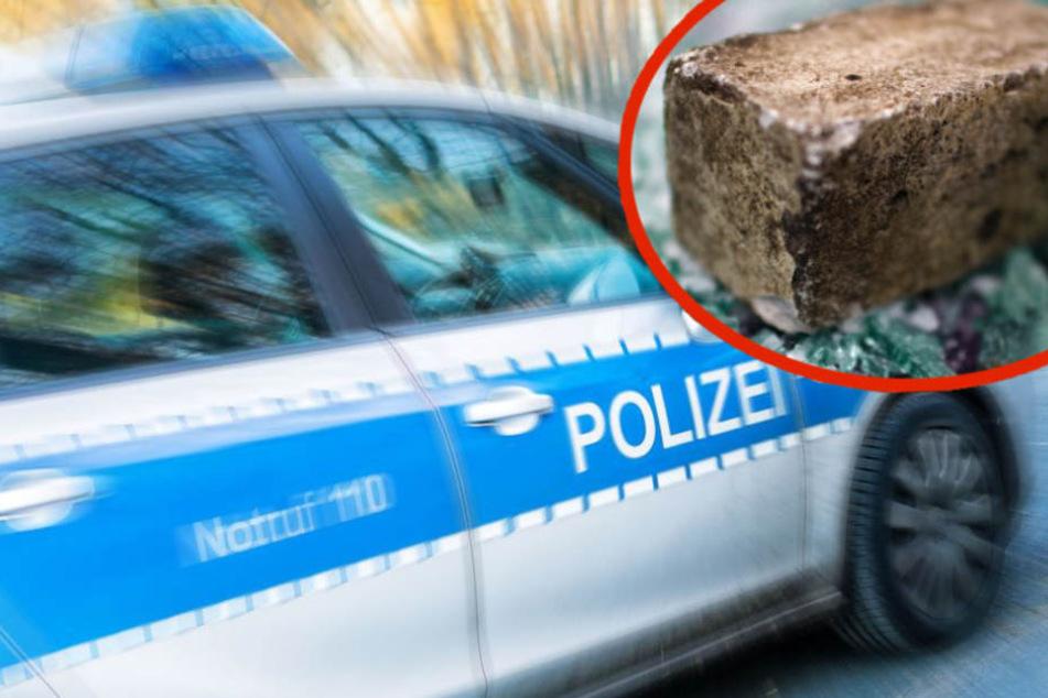 Mit einem Pflasterstein hämmerte der Mann mehrfach gegen das Seitenfenster. (Symbolbild)