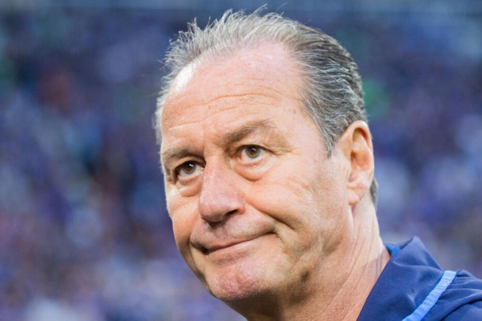 Mit Schalke 04 im Abstiegskampf: Coach Huub Stevens (65).