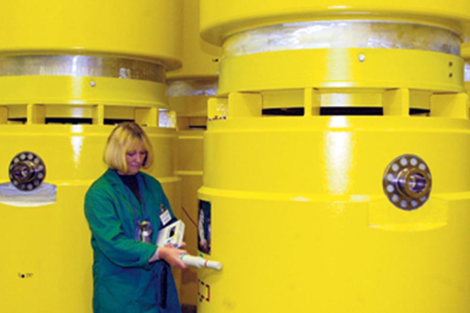 Das ehemalige Kernforschungszentrum Dresden-Rossendorf. Zu sehen sind  Behälter mit Atommüll vor ihrem  Transport nach Ahaus im Jahr 2004.