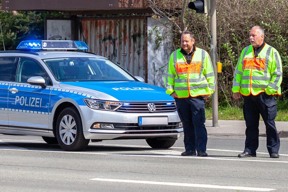 Irrer Tankstellen-Streit eskaliert: Polizei rückt an und zieht allerlei Droh-Gegenstände ein