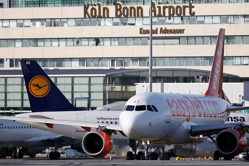 Am Flughafen Köln-Bonn musste die Landebahn gesperrt werden.