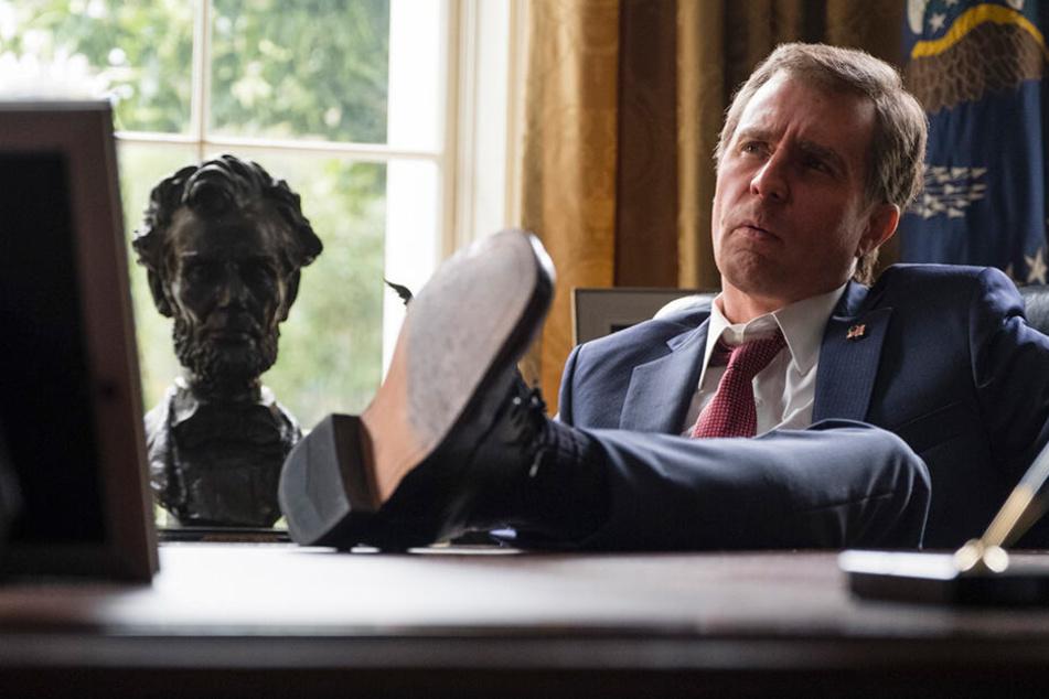 George W. Bush (Sam Rockwell) holte Dick Cheney zurück in die Politik und ließ sich dessen Bedingungen widerstandslos diktieren.