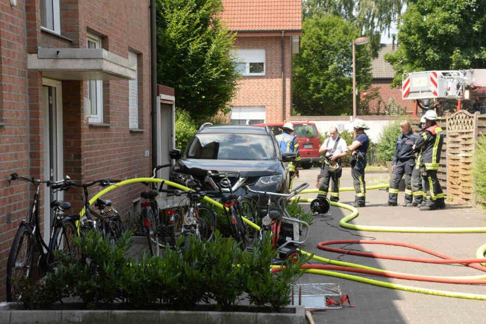 Kellerbrand in Mehrfamilienhaus: Feuerwehr lobt Bewohner