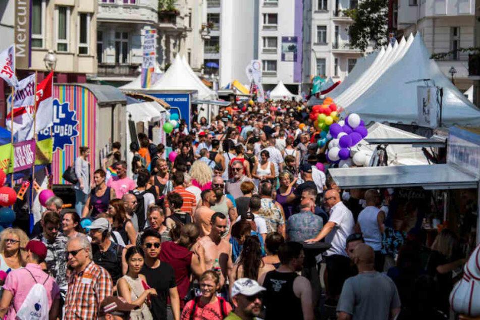 Reges Treiben beim lesbisch-schwulen Stadtfest in Berlin-Schöneberg.
