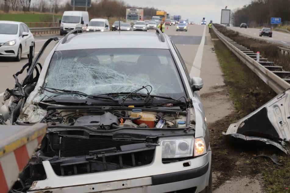 Unfall auf A4: Auto gerät ins Schleudern und landet an Leitplanke