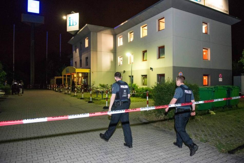 Drei Mal wurde die Polizei in Halberstadt in einer Nacht wegen Auseinandersetzungen in einer Asylunterkunft gerufen. (Symbolbild)