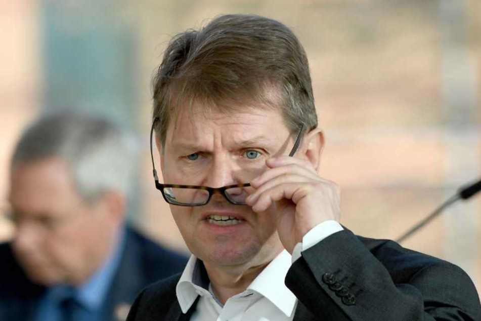 Ralf Stegner, SPD-Fraktionsvorsitzender, stellt weitere Forderungen an die Landesregierung zum Umgang mit der Corona-Krise.